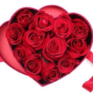 جعبه گل رز قرمز قلب