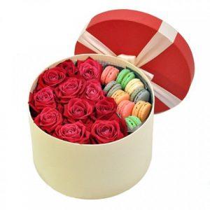 جعبه گل رز همراه با ماکارون