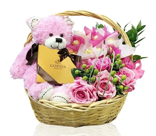 سبد گل به همراه عروسک و شکلات گودیوا